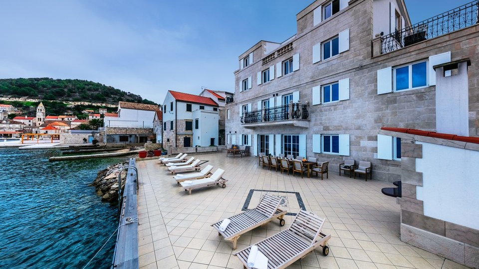 LUXURY APART-HOTEL IN LAYOUT -STONE VILLA IS LOCATED ON THE PROMENADE OF THE ISLAND OF VIS!