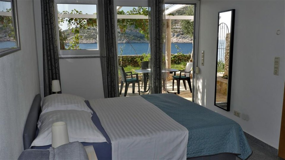 APARTMENT HOUSE ON EXTRAORDINARY LOCATION FIRST ROW TO THE SEA, RAŽANJ!