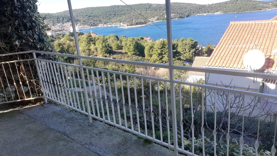 HOUSE ON THE ISLAND OF VIS!