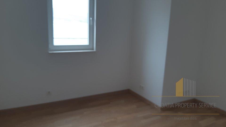 STAN POVRŠINE 70 m2 SA PROSTRANOM TERASOM I LIJEPIM POGLEDOM, OTOK ČIOVO!