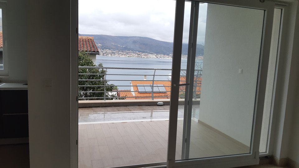 APARTMENT 70 SQM WITH BEAUTIFUL TERRACE AND NICE SEA VIEW, ISLAND OF CIOVO!