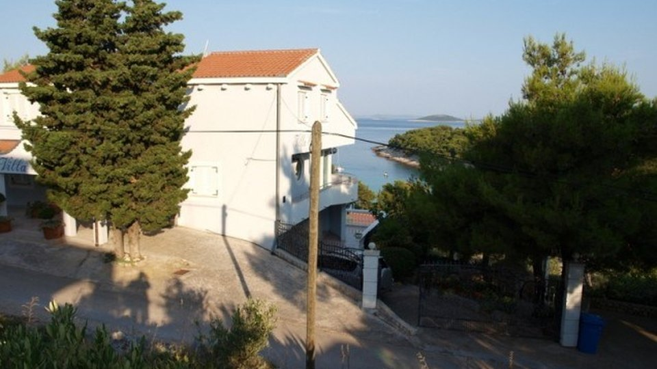 BEAUTIFUL APARTMENT HOUSE WITH NICE STONE-BUILDING GARDEN, ISLAND MURTER!