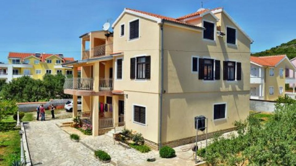 PRETTY THREE-STORY HOUSE WITH A SPACIOUS GARDEN SITUATED IN CENTER OF TRIBUNJ!