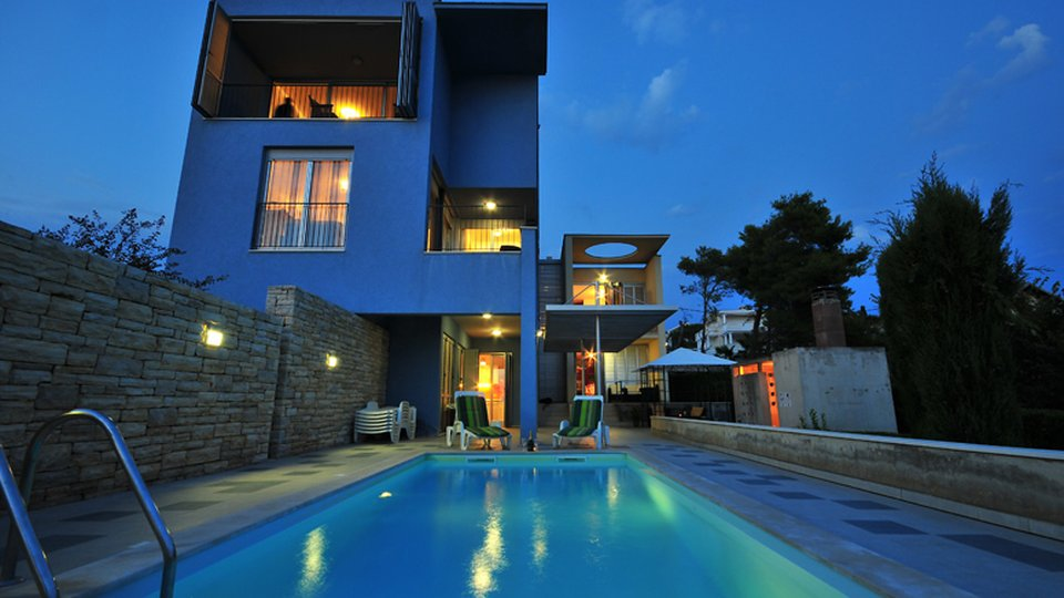 LUXURIOUS APARTMENT VILLA WITH POOL FIRST ROW TO THE SEA, ZADAR AREA!