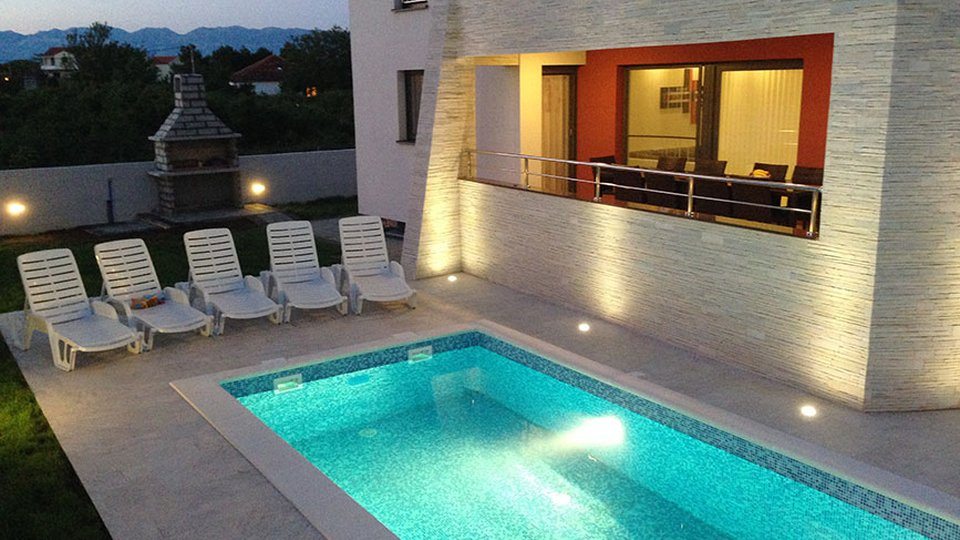 House, 380 m2, For Sale, Zadar