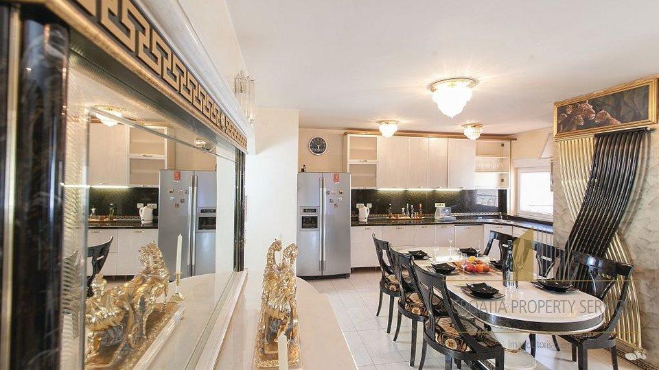 House, 401 m2, For Sale, Makarska
