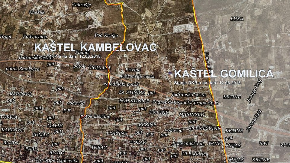 CONSTRUCTION LAND IN KAŠTEL GOMILICA NEAR THE HIGHWAY!