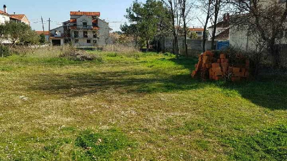 LAND SURFACE 583 M2 IDEAL FOR BUILDING A LITTLE FAMILY HOUSE, PRIVLAKA