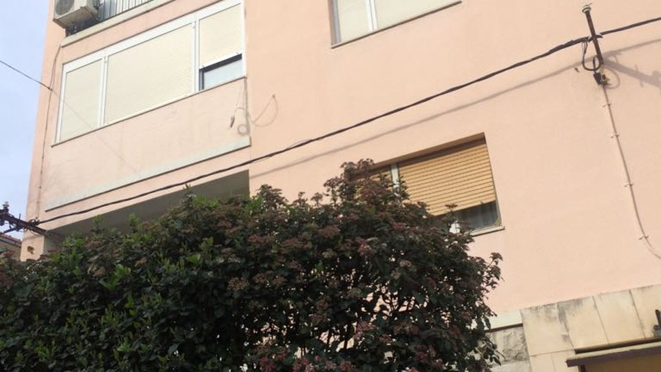 TWO-BEDROOM APARTMENT READY TO MOVE IN, SPLIT!