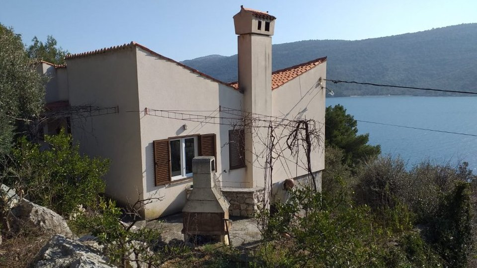 DETACHED HOUSE ON SECLUDED LOCATION FIRST LINE TO SEA, TROGIR AREA!
