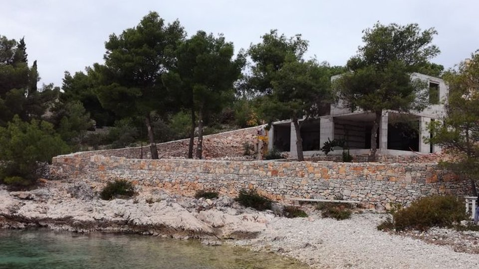 VILLA UNDER CONSTRUCTION LOCATED ALMOST ON THE BEACH! SEVID
