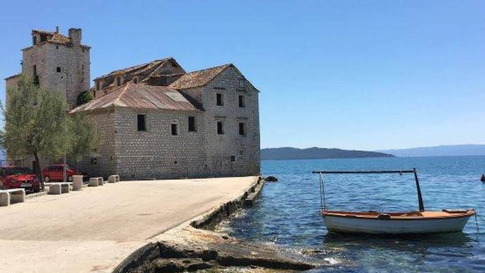 Unique chance to become the owner of 16th century seafront castle in the area of Trogir!
