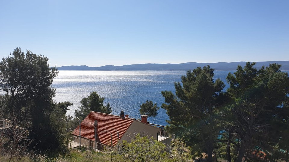 BUILDING LAND IDEAL FOR BUILDING TWO RESIDENTIAL OBJECTS, OMIŠ RIVIERA!