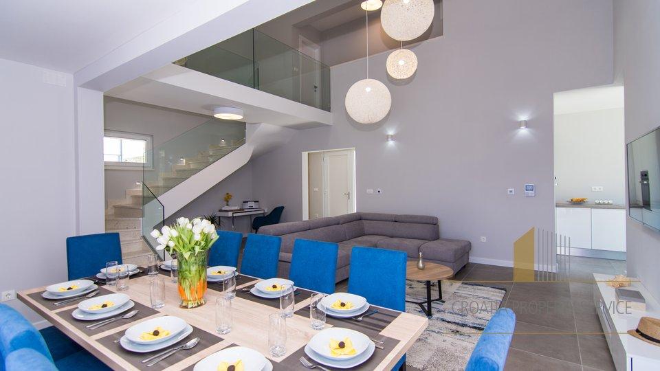 Hiša, 225 m2, Prodaja, Kaštel Kambelovac
