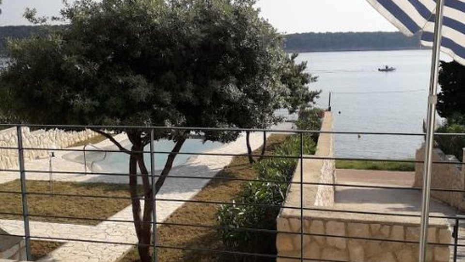 GREAT PROPERTY WITH NICE VILLA AND PROMISING LAND SURFACE 3200 SQM ON FIRST ROW TO THE SEA, ISLAND RAB!