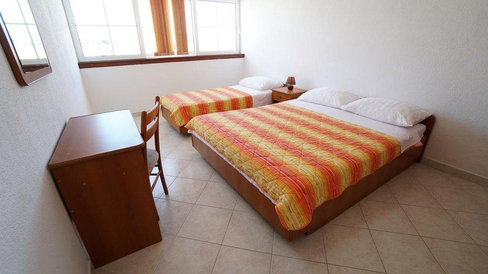 Prodaje se novi hotel površine 900 m2, zemljište 1050 m2 (s mogućnošću bazena i restorana).