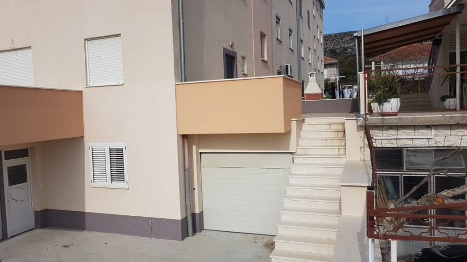 FOR SALE IS APARTMENT OF 210 SQM IN THE AREA NEAR OF THE CENTER OF TROGIR!