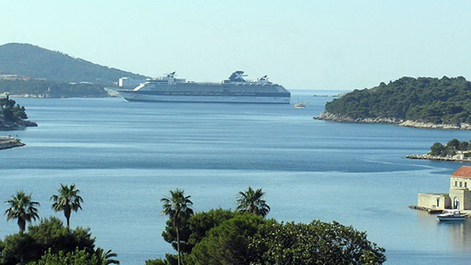 DUBROVNIK - BUILDING LAND PLOT WITH PANORAMIC VIEW IDEAL FOR BUILDING MODERN VILLA WITH SWIMMING POOL!