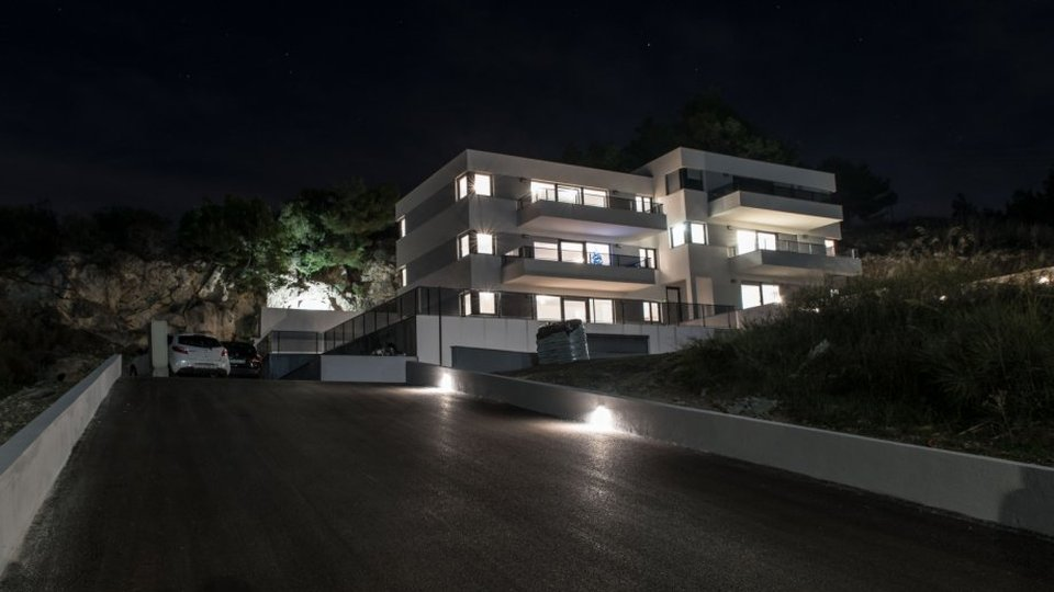 APARTMENT WITH ROOF TERRACE IN NEW RESIDENTIAL BUILDING NEAR SPLIT!