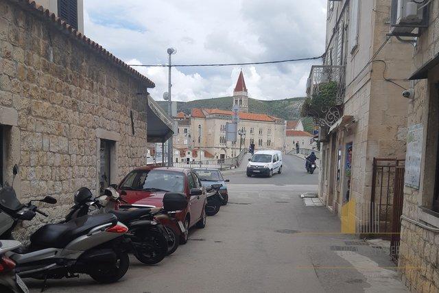 Charmantes Steinhaus in der Mitte von Trogir!