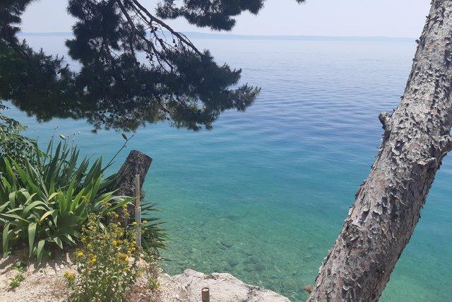 Mini-Hotel zum Verkauf in Bratus, nur 20 Meter vom Meer entfernt!