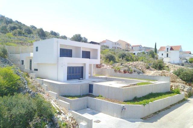 Neu gebaute moderne Villa mit Pool in Razanj!