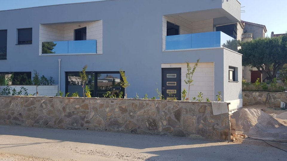 TWO-STOREY APARTMENT ON BEAUTIFUL LOCATION, 40 METERS FROM THE SEA IN VODICE!