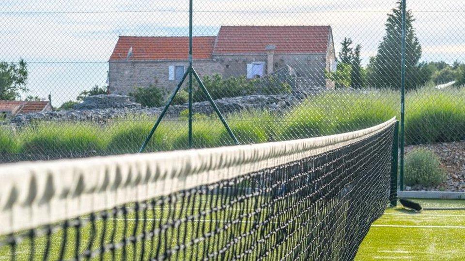 Riesiges Anwesen auf Hvar mit mehr als 3 ha Grundstück in der Gegend von Jelsa!