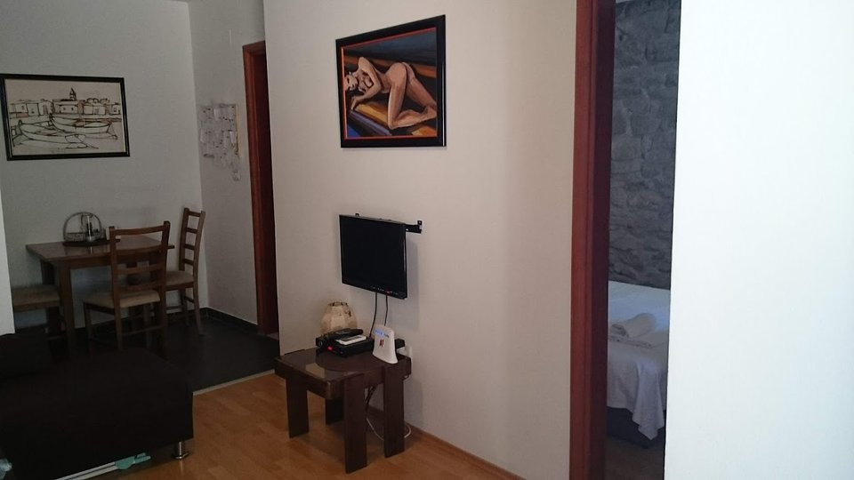ONE-BEDROOM APARTMENT IN RENOVATED STONE HOUSE IN SPLIT!