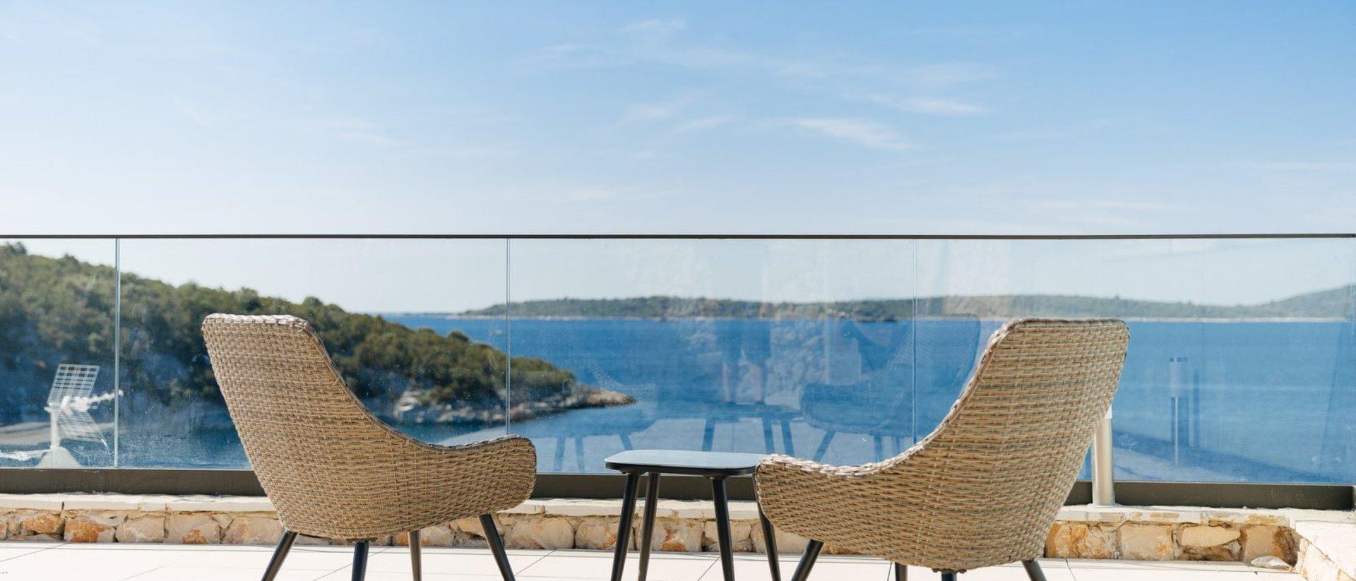 Vier moderne Villen mit Pools in der Bauphase in einer erstaunlich effizienten Lage am Stadtrand von Trogir!