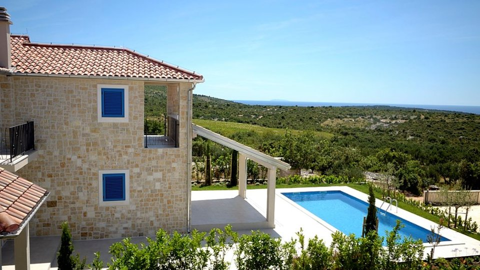 MEDITERRANEAN VILLA WITH PANORAMIC VIEW!