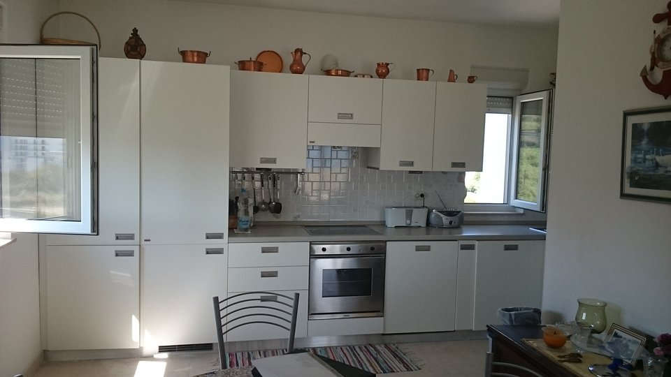 THREE BEDROOM APARTMENT WITH BEAUTIFUL OPEN VIEW LOCATED ON ŽNJAN AND WAITING FOR A NEW OWNER!
