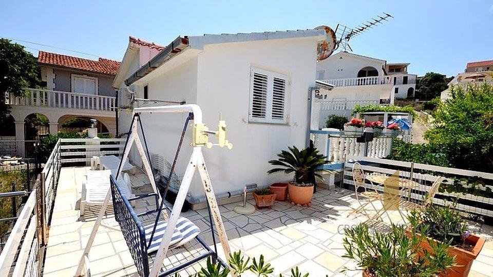 Das Haus zweite Reihe zum Meer in einem kleinen Dorf Razanj!