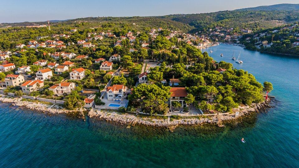 Beautifull stone villa first line to sea