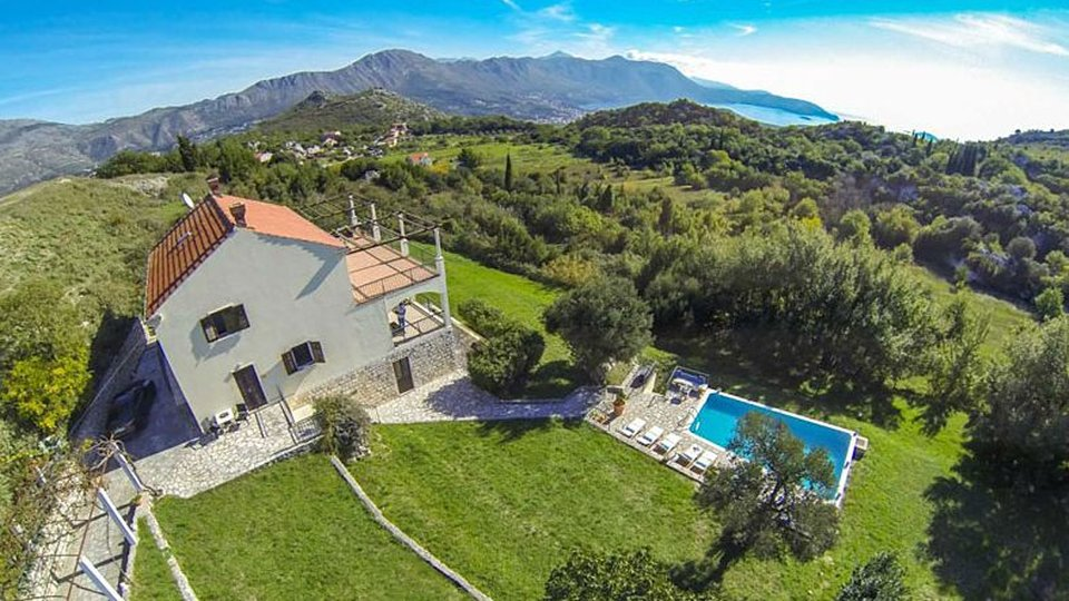 A BEAUTIFULLY DECORATED VILLA WITH PANORAMIC VIEWS, IS LOCATED IN ONE TRADITIONAL CROATIAN VILLAGE JUST A FEW KILOMETERS DISTANCE FROM BEAUTIFUL DUBROVNIK!