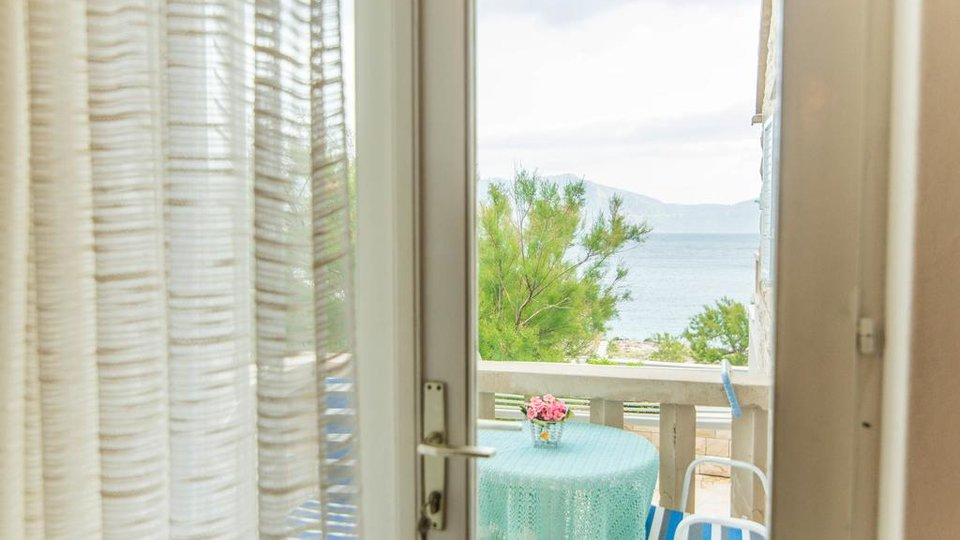 ATRACTIVE APARTMENT VILLA FIRST ROW TO THE SEA, BRAČ