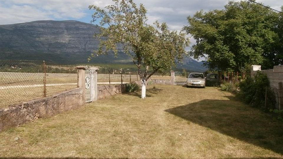A detached house in an excellent location in the Dalmatian hinterland - right next to the source of the Cetina River!