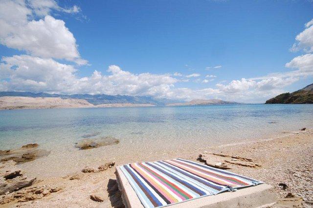 Izvrsna vila na moru na Pagu s fantastičnim pogledom na more i privatnom plažom!
