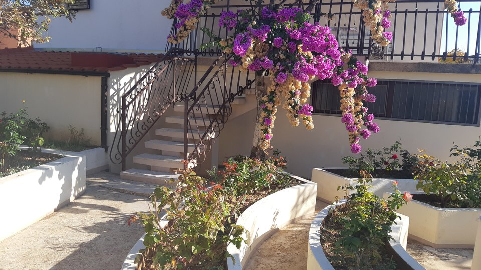 IDEAL FAMILY VILLA WITH SPACIOUS, BEAUTIFUL GARDEN!
