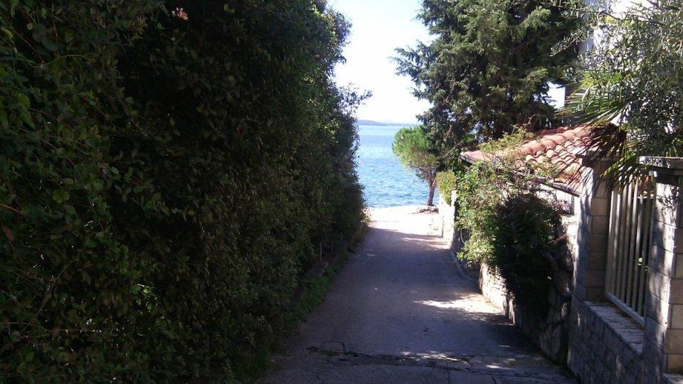 Einfamilienhaus mit drei Wohnungen in wunderschöner Lage in der Nähe von Zadar!