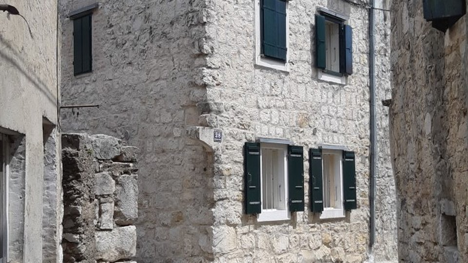 A BEAUTIFUL STONE HOUSE IN A CENTER OF ONE FROM SEVEN KAŠTELA