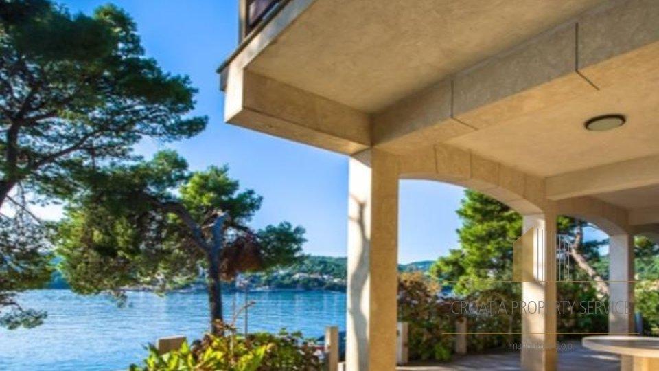 Solides Gebäude am Meer in Sumartin auf Brac mit schönem Strand in der Nähe!