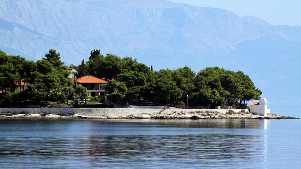 Waterfront solid building in Sumartin on Brac with lovely beach nearby!