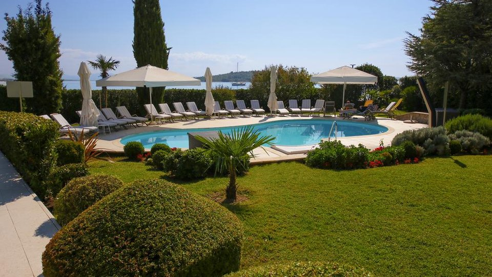 HOTEL - VILLA ON BEAUTIFUL LOCATION NEXT TO THE SEA, VODICE!