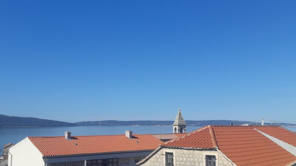 BEAUTIFUL, NEWLY RENOVATED HOUSE WITH SPACIOUS TERRACE FROM WHICH IS PROVIDED VIEW TO THE SEA, SPLIT, CIOVO AND KOZJAK MOUNTAIN! IN THE CENTER OF ONE FROM KAŠTELA!