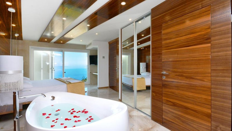 LUXURY VILLA WITH MAGNIFICENT, PANORAMIC SEA VIEW!