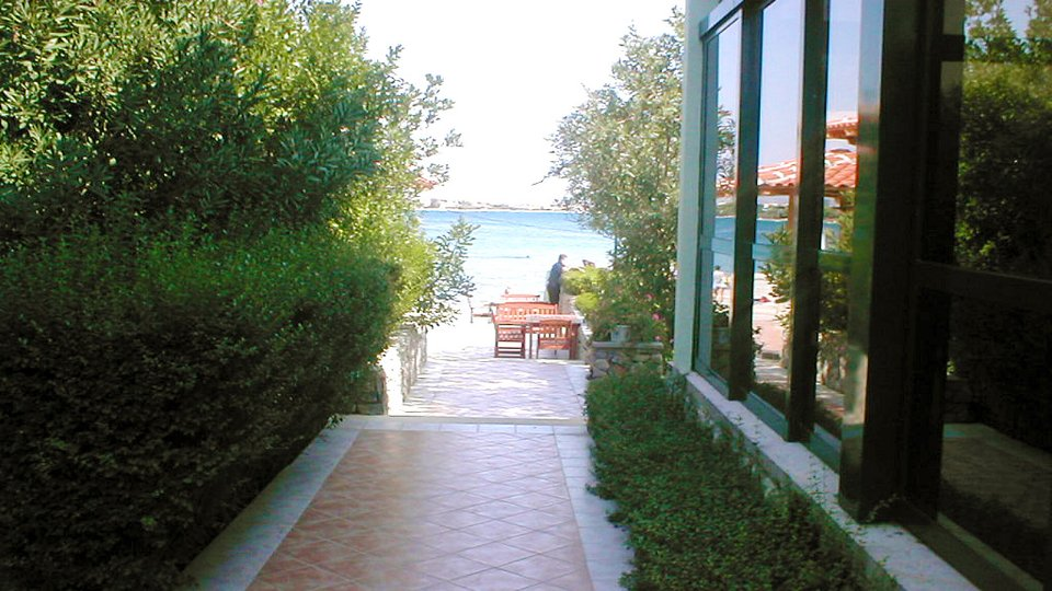 Seafront hotel in Sibenik area for sale, possibility of extention!