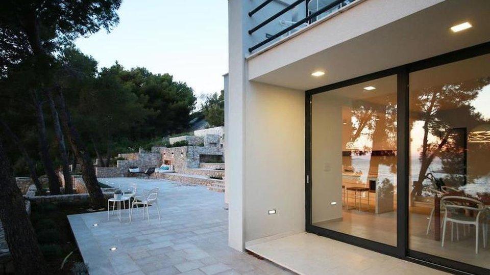 Neue frische Villa am Wasser im schönen Primosten!