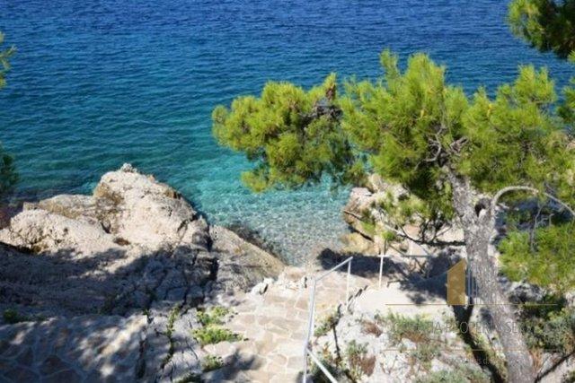 Prächtige Villa am Meer des berühmten Hollywood-Schauspielers und Regisseurs Orson Welles zum Verkauf in der Gegend von Primosten!