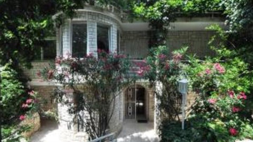 Magnificent seafront villa of the famous Hollywood actor and director Orson Welles for sale in the area of Primosten!